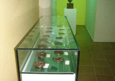 urnas vidrio de seguridad soldado con UVA  museo carrilero