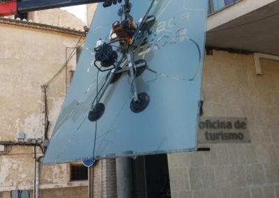 Sustitución de vidrio de seguridad en oficina de turismo en Caravaca