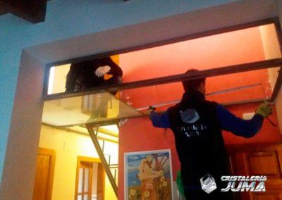Escalera y techo vidrio para pisar