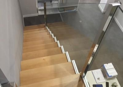 Vidrio seguridad escaleras oficina bajada