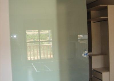puerta corredera division vestidor vidrio laminado mate