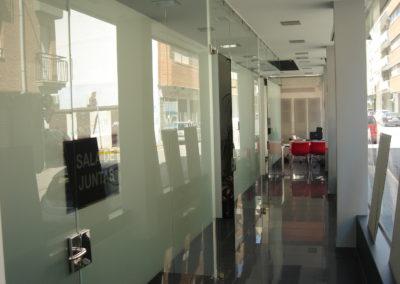 Separación de oficinas Telecaravaca con Vidrio templado
