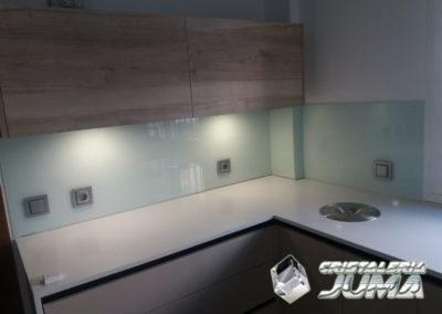 Cristal lacado frente cocina verde-agua