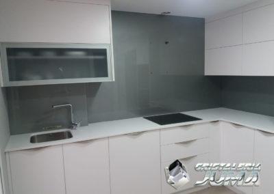 Cristal lacado gris frente de cocina