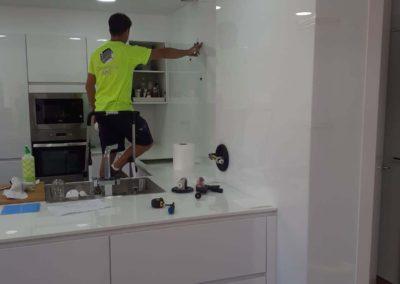 Cristal Lacado extra-blanco, instalados en frente de cocina