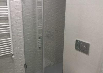 Mampara ducha sin perfilería en esquina